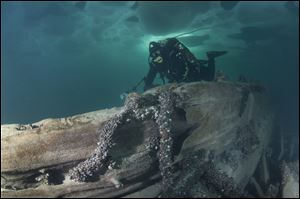 Rich Synowiec swims along Jana's Wreck.