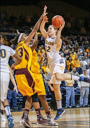 UT's Ana Capotosto shoots over two Central Michigan defenders on Sunday.