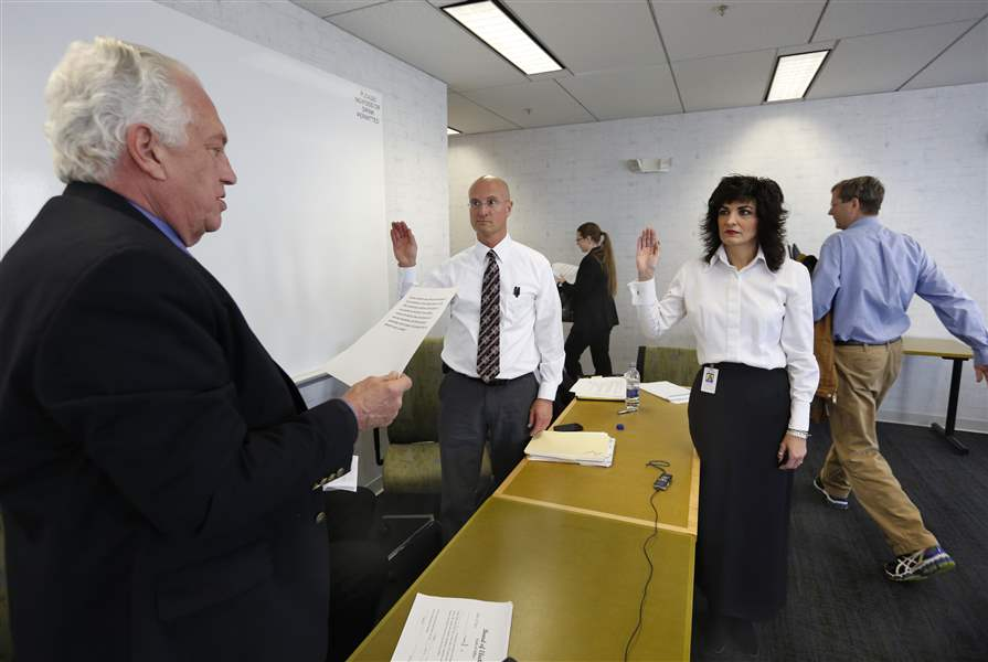 CTY-elections04p-sworn-in