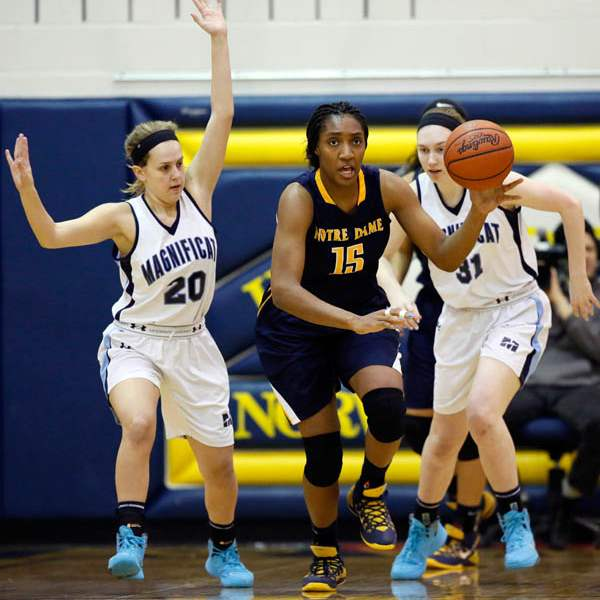 Notre-Dame-s-Kaayla-McIntyre-15-steals-the-ball-from