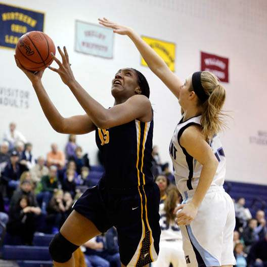 Notre-Dame-s-Kaayla-McIntyre-15-shoots-against