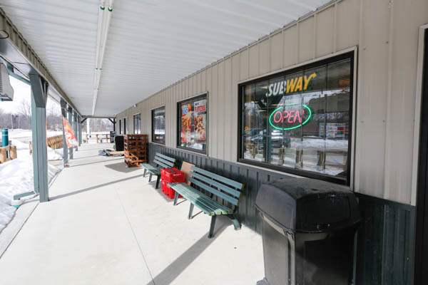 The-front-porch-of-Ozzie-s-General-Store