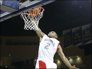 Bowsher High School player Aundre Kizer (2) dunks during the third quarter.