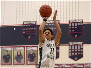 Ottawa Hills' freshman Hunter Sieben puts up two uncontested points during the first quarter.