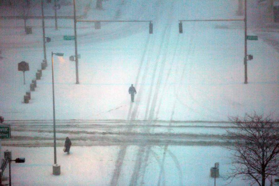 CTY-snow-pedestrian-on-Huron
