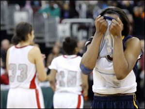 Notre Dame's Tierra floyd (31) covers her face after the defeat.