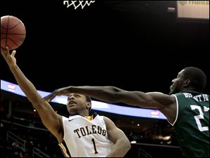 Toledo's Jonathan Williams (1) hooks the ball around Eastern Michigan's Glenn Bryant (23).