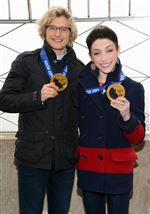 ZOlympic-gold-medalist-ice-dancers-Meryl-Davis-and-C