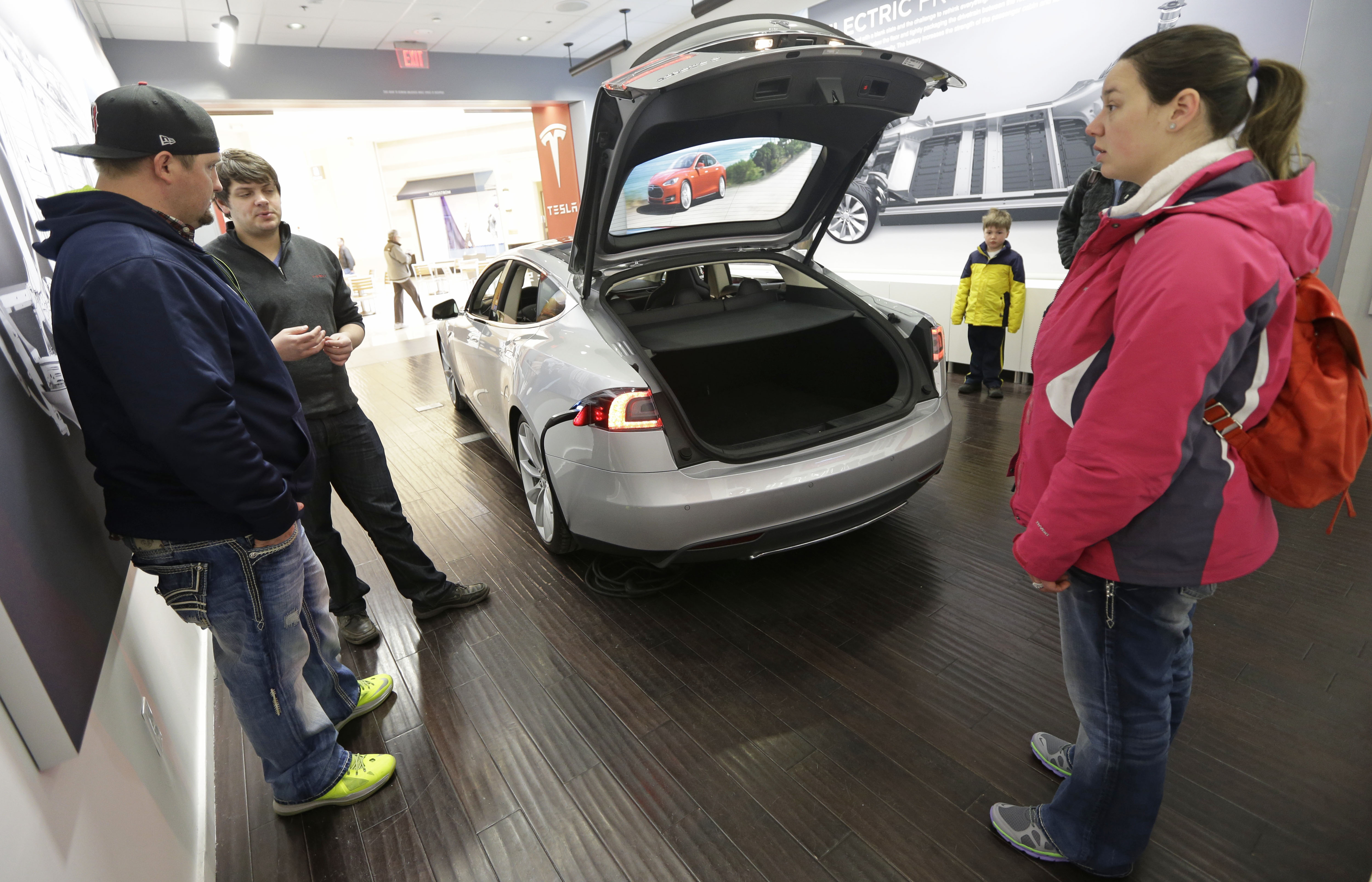 Towne Auto Sales >> Ohio auto dealers fight Tesla over sales model - The Blade