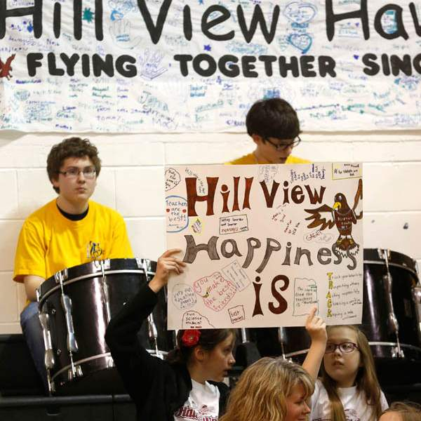 Hill-View-Elementary-students-hold-up-a-sign