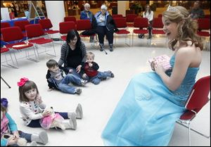 Laurel Lovitt reading to the children.