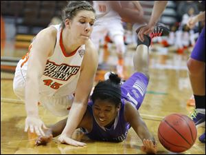 Bowling Green State University player Abby Siefker (43) battles for a loose ball with High Point University player Kaylah Keys (3) during the first half.