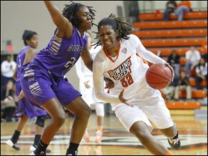 Bowling Green State University player Alexis Rogers (32) drives inside against High Point University player Latrice Phelps (22) during the second half.