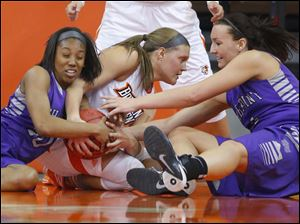 Bowling Green State University player Jill Stein (40) fights for a rebound with High Point University players Ashante Richard (20) and Stacia Robertson (4) during the first half.