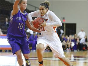 Bowling Green State University player Erica Donovan (21) drives against High Point University player Lindsay Puckett (10) during the second half.