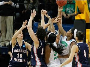Notre Dame's Ariel Braker (44) gets control of an offensive rebound in the first period.