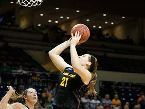 ASU's Sophie Brunner (21) shooting over VU's Kristen Gaffney (24).