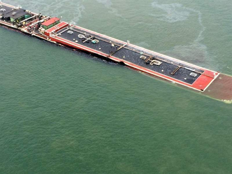 Texas-Oil-Barge-2