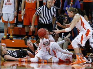 BGSU's Jillian Halfhill, 11, passes a loose ball to Jill Stein during the 2nd half.
