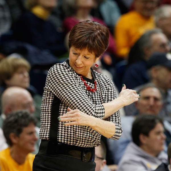 UND-head-coach-Muffet-McGraw-disagrees-with-a-call