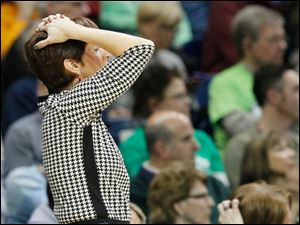 UND coach Muffet McGraw reacts to a foul call against one of her players.