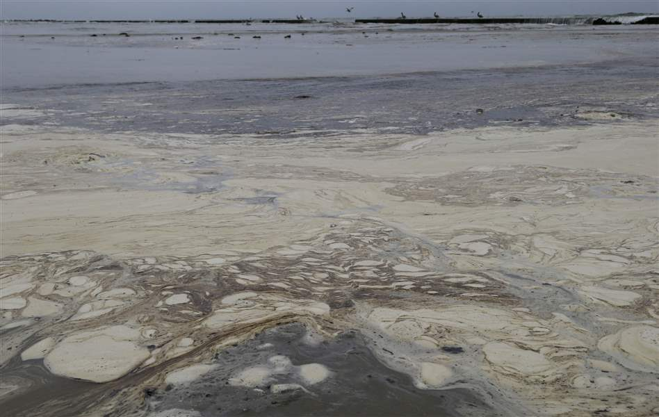 Texas-Bay-Oil-Spill-11