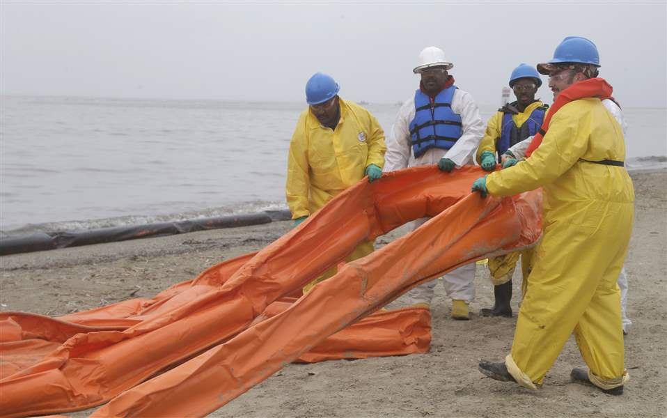 Texas-Bay-Oil-Spill-15