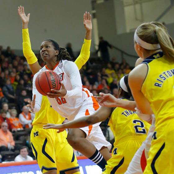 BGSU-UM-women-double-team