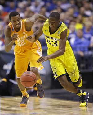 Michigan's Caris LeVert, right, runs past Tennessee's Jordan McRae during the second half on Friday.