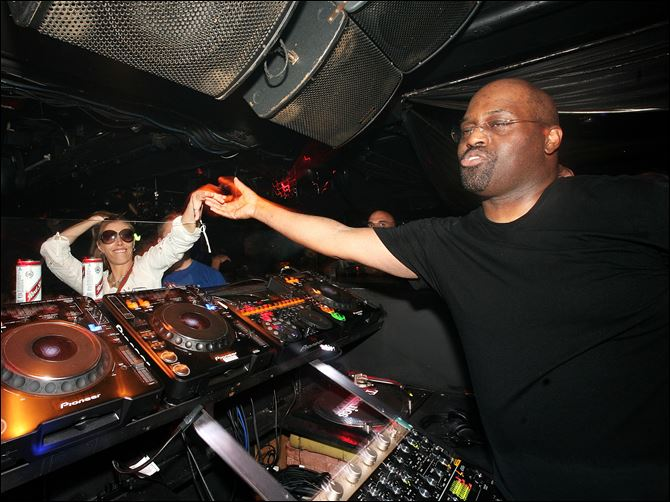 73978526CG043_20_year_celeb DJ Frankie Knuckles plays at the Def Mix 20th Anniversary Weekender at Turnmills nightclub on May 6, 2007 in London, England.  Knuckles, a Chicagoan known as the godfather of the house music genre, has died.