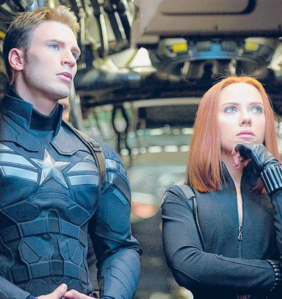 Chris-Evans-and-Scarlett-Johansso