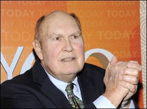"NBC says 80-year-old Willard Scott has tied the knot with his longtime partner. The veteran ""Today"" show personality and Paris Keena were wed Tuesday in Fort Myers, Fla."