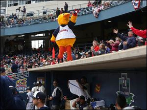 Muddy gets the crowd riled up going into the bottom of the third inning.