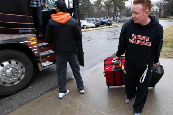 Athletic-trainer-Jason-Hines-carries-his-luggage-to-the-bus
