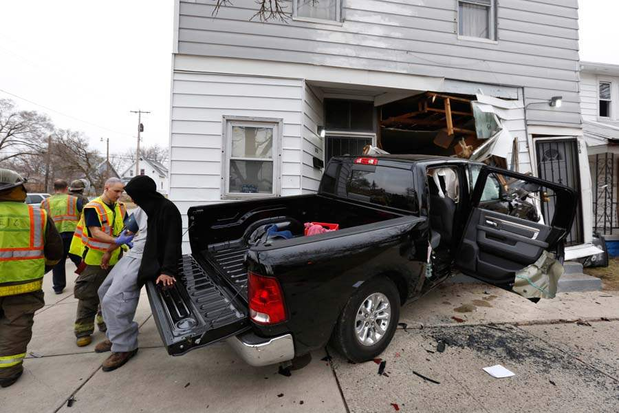 CTY-crash07p-firefighter-pickup-person