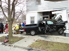 hamilton-street-crash-truck-and-house