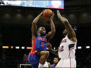 Detroit Pistons guard Rodney Stuckey (3) goes up for the shot against Atlanta Hawks forward Elton Brand (42) in the first period.