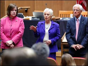 Chief Justice Maureen O'Connor, left, Justice Judith Ann Lanzinger, and Justice Terrence O'Donnell speak to students.