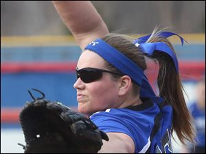 Softball09p Springfield's sophomore pitcher Lexi Buck (19) winds up during the top of the second inning.
