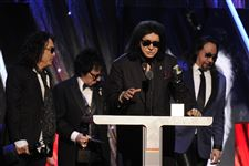 Rock-and-Roll-Hall-of-Fame-2014-Ceremony-Show-10