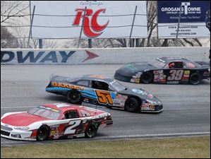 Brandon Oakley (51) spins between Jason Weinkauf (2) and Andrew Morrissey (39).