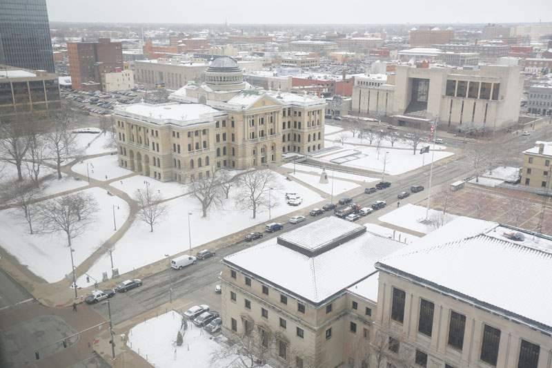 Snow-covers-downtown-Toledo