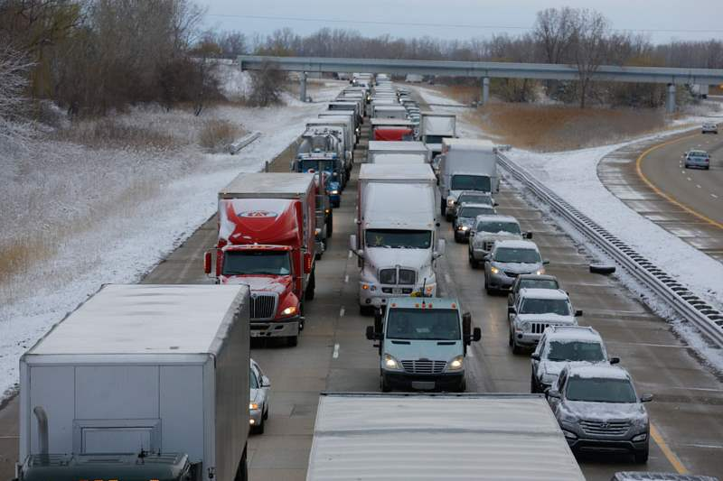 Traffic-is-backed-up-on-southbound-I-75-near-Summit-Street