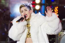 Music-Miley-Cyrus-Tour-hospitalized