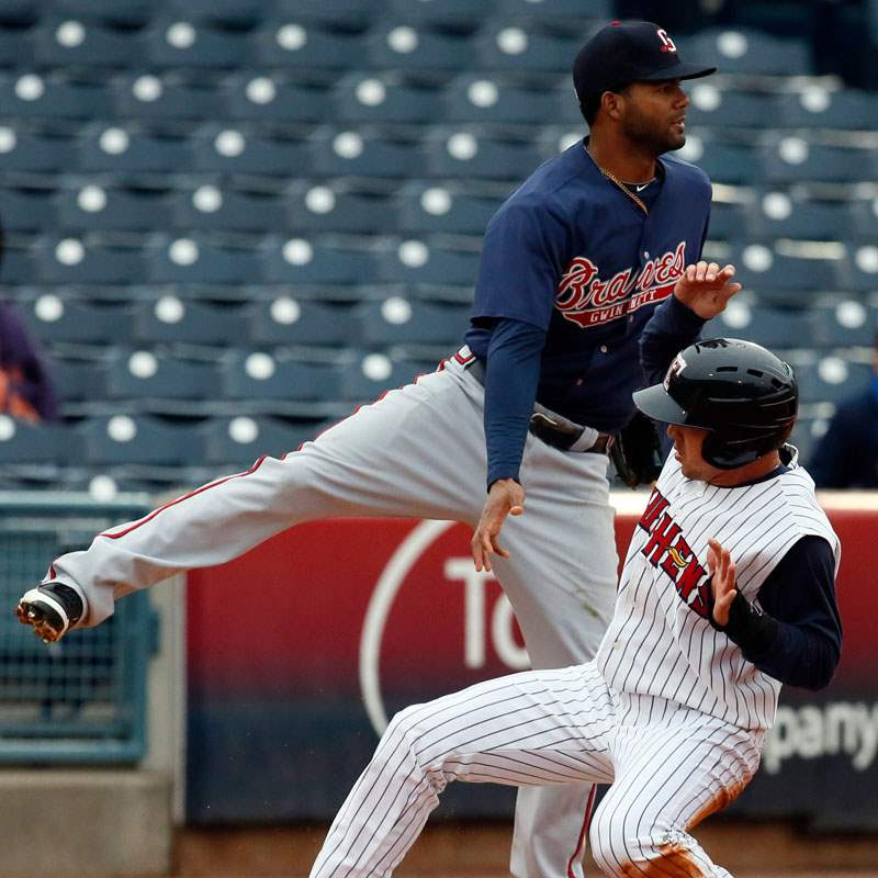 Toledo-Mud-Hens-SS-Hernan-Perez-steals-third-base-again