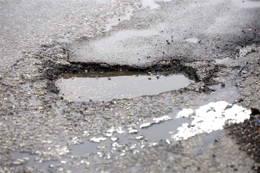 CTY-trail28p-A-Pot-hole-on-the-Anthony-Wayne-Trail-nea