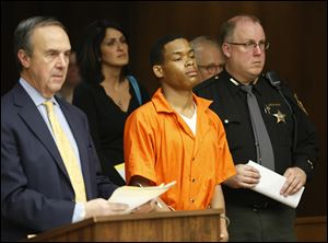 Willie Carter III, with attorney Jerry Phillips, left, is arraigned in Toledo Municipal Court, today.