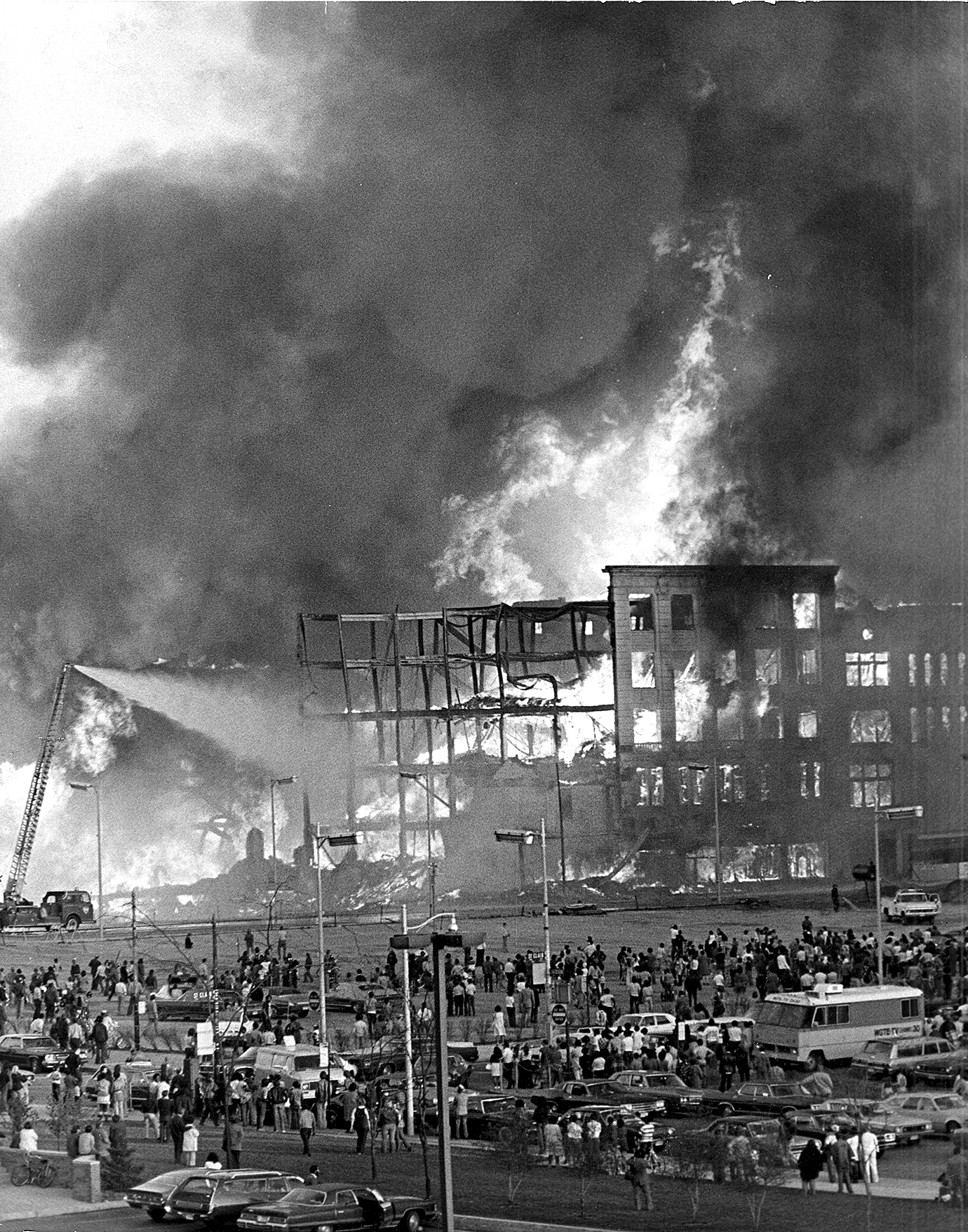A Fiery Farewell To Tiedtke S Department Store The Blade