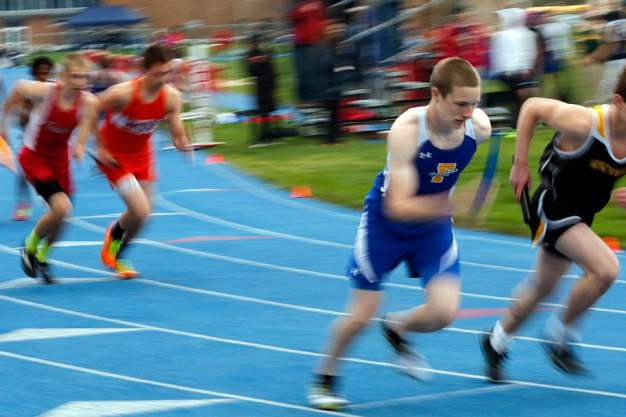Joseph-Misamore-of-Findlay-starts-the-first-leg-of-the-4X800