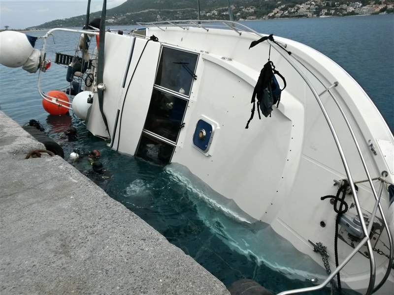 Greece-Boats-Sink-5